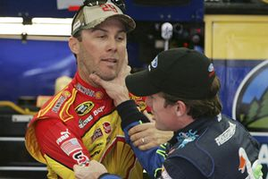 Nascar Harvick Edwards fight
