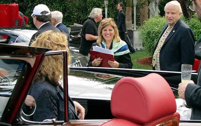 Sandy Cotterman, judging a concours